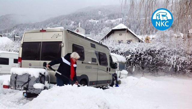 Camperen in de sneeuw