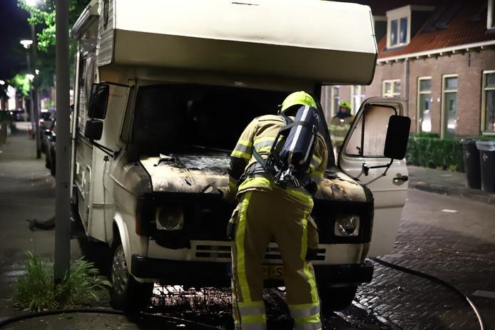 Camper loopt zware schade op door brand in Tiel