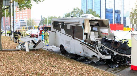 Bij een botsing tussen een camper en tram in Utrecht kwam een persoon om. © ANP