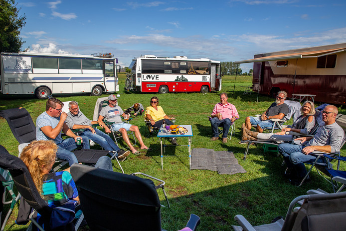 Megacampers in Winssen: 'Geen moment spijt van de aankoop'